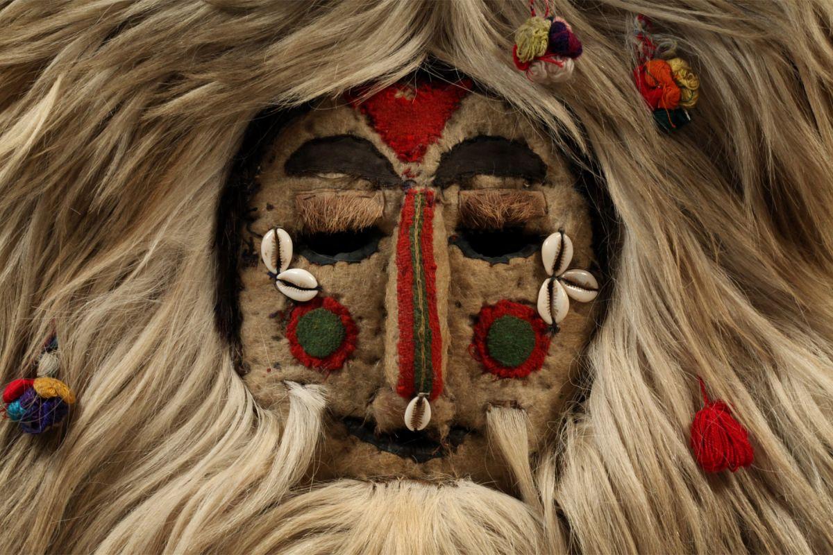 <?php echo White Dance Mask?>