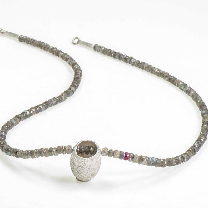 Collier, Cocoon 4
